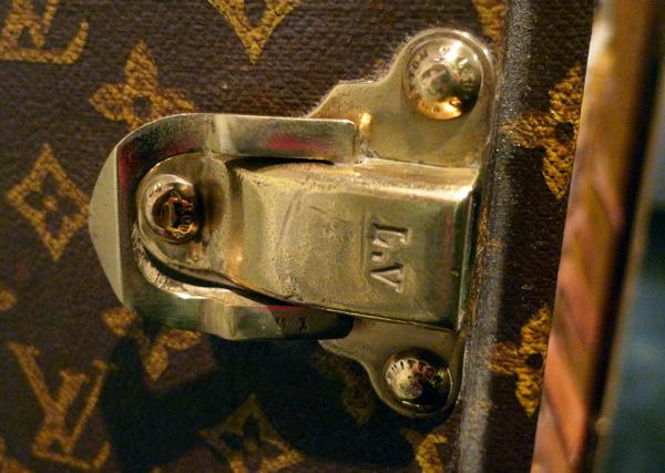 LV_Shangai_Dear-Notcot_show-briefcasedetail01.jpg