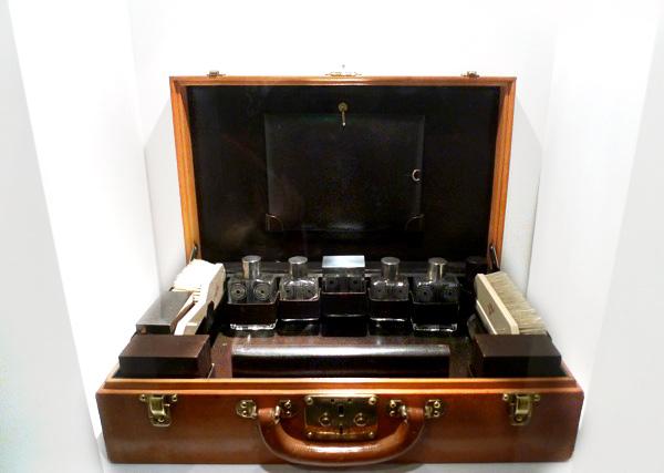 LV_Shangai_Dear-Notcot_show-briefcasedetial.jpg