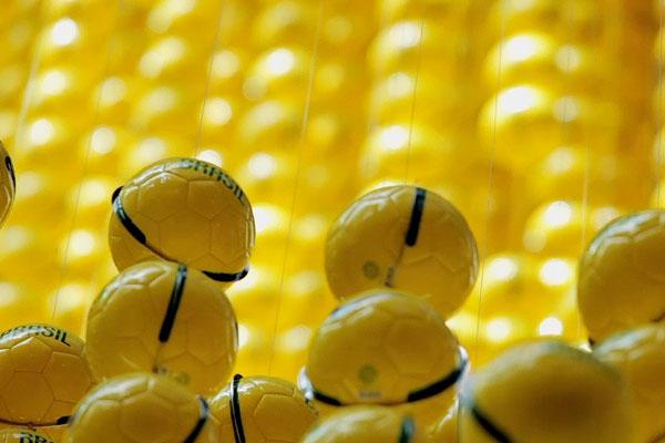 nike_ball-man-SA-ballcloseup-brasil.jpg