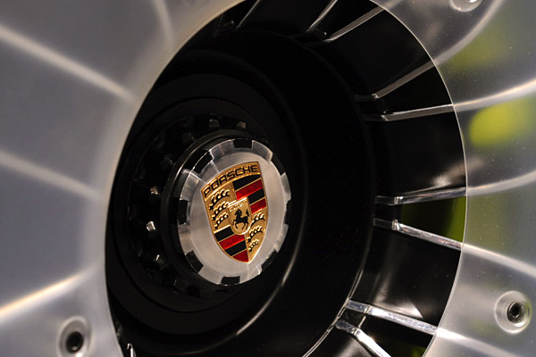 porsche_918-Hybrid-detail-hub.jpg