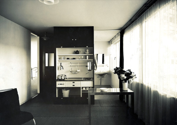 10-Lilly-Reich_Boarding-House-at-Die-Wohnung-unserer-Zeit.jpg