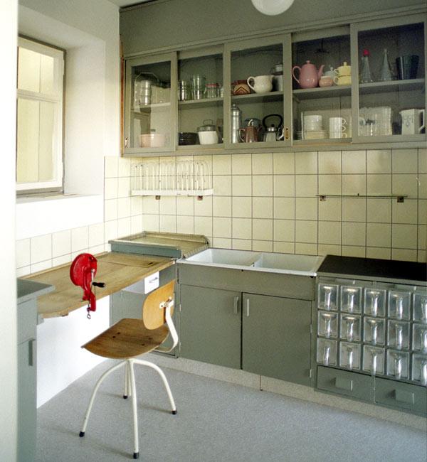 8-Kitchen_Margarete-Schutte-Lihotzky-a.jpg