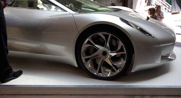 jaguarwheelcloseup.jpg