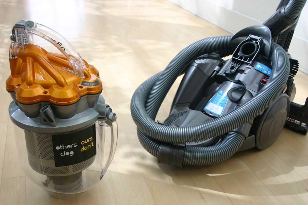 how to clean dyson dc21 stowaway